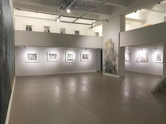 《被仪式化的真实——苏新平作品展》展厅1层
