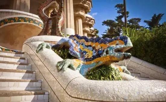 古埃尔公园中的马赛克蜥蜴喷泉