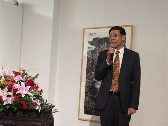 美国中国文化艺术基金会主席朱瑞凯在开幕式上致辞