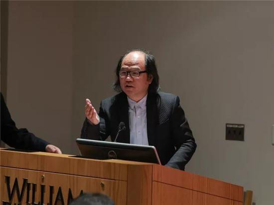 《中国美术报》总编辑张晓凌在研讨会上发言