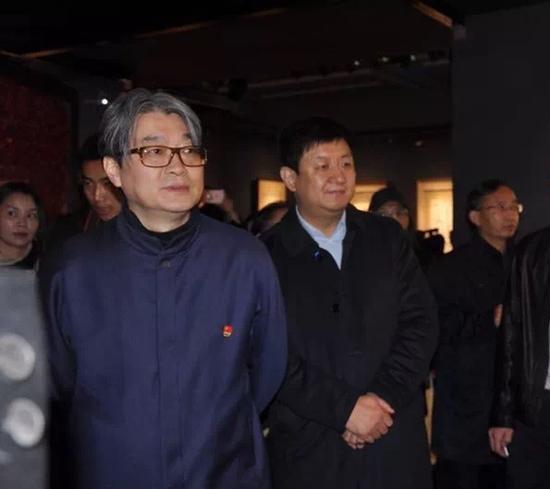 《世纪丹青—吴昌硕·齐白石绘画展》荣宝斋法定代表人、常务副总经理、党委副书记范存刚先生在展览现场