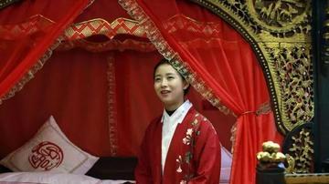 重庆汉子收藏300多架中国古床