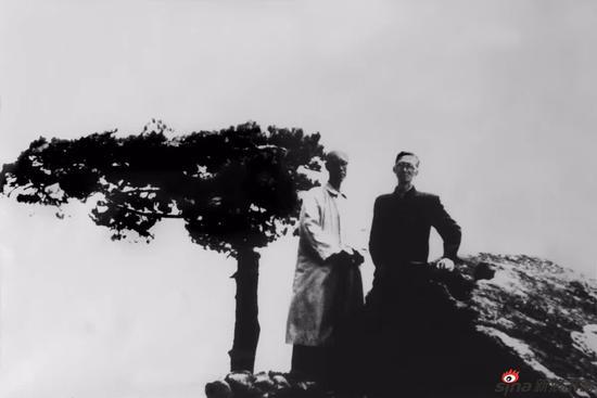 1962年与吴茀之在黄山合影