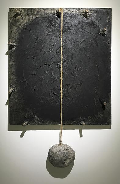 """张健君""""有""""系列木炭,水墨,丙烯,宣纸,纸浆,木,石,画布117×77×12cm 1988"""
