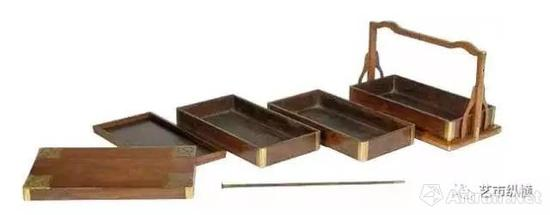 紫檀四撞提盒 晚明至清前期(1600–1700) 长43.8 厘米 宽25.5 厘米 高37 厘米