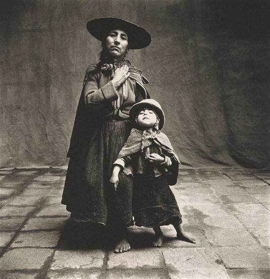 欧文·佩恩镜头下的库斯科母女,1948