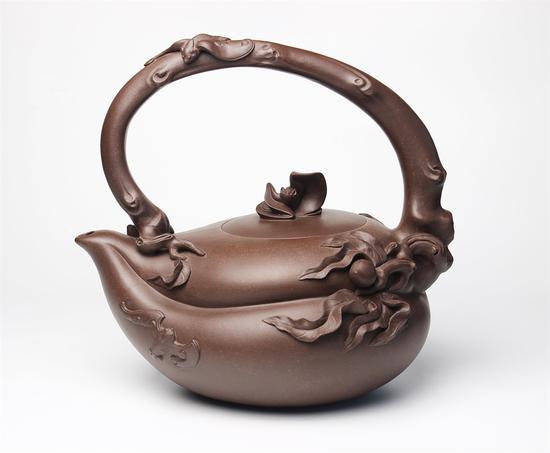 艺术家鲍青作品 五福壶 泥料:紫泥 年代:2001 容量:1000 CC