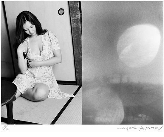 荒木经惟(b.1940) 左眼之恋   (签名铂金相片 3版之第2)   起拍价RMB:180,000   成交价RMB:302,500