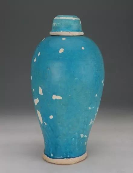 元 孔雀蓝釉带盖梅瓶 杭州博物馆藏
