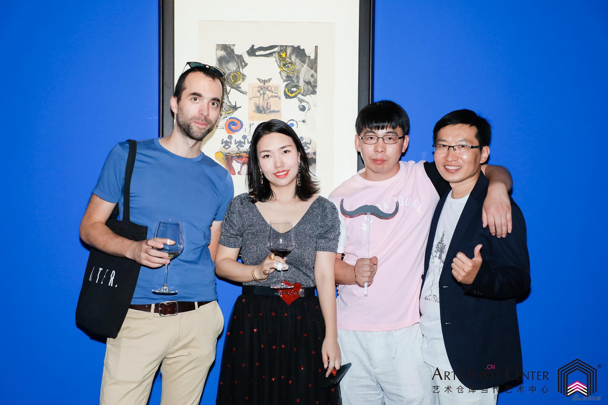 ArtDepot艺术仓库创始人,本次中方策展人Serena Zhao与策展人Jeremy,艺术家张占占及友人