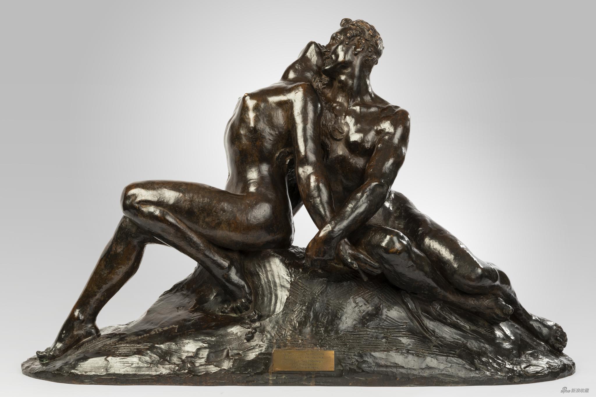 《拥抱》,棕色铜雕塑,来自反空间MiddleSpace × Galerie Collection's