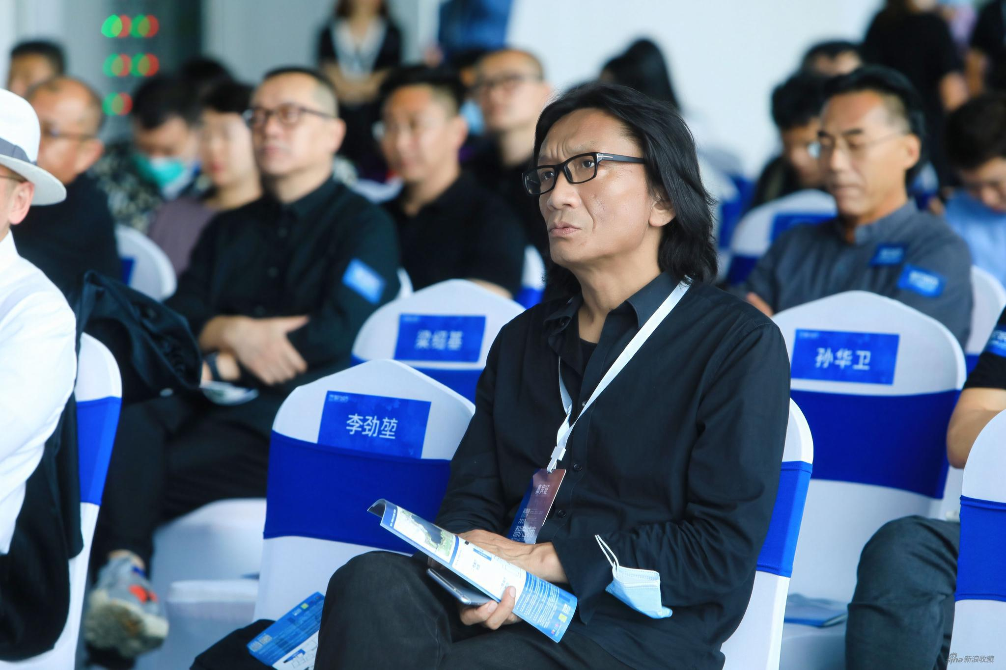 中央美术学院副院长、中国美术家协会版画艺委会主任苏新平出席开幕