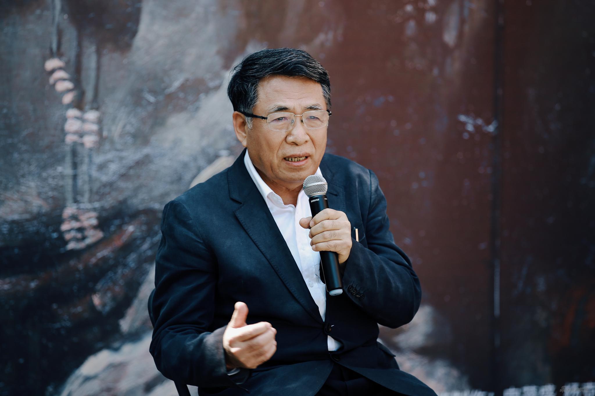 楊飛云:中國藝術研究院油畫院院長,博士生導師。中國美術家協會理事,中國油畫學會副主席,中央美術學院客座教授、本次展覽學術主持