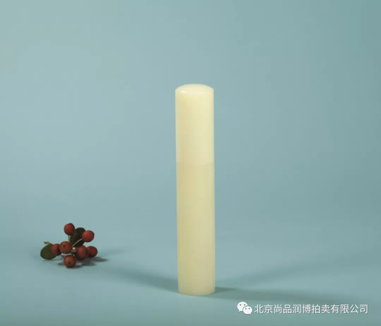 02975杨光 和田玉黄玉香筒  规格:高12.9cm 直径2.3cm  重量:109.8g  RMB:80000-120000