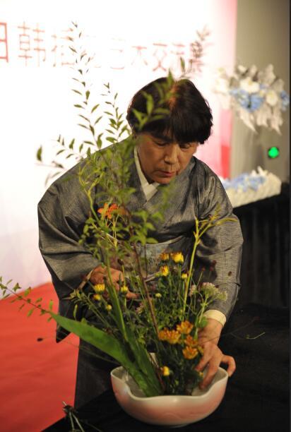 日本艺术家进行现场创作