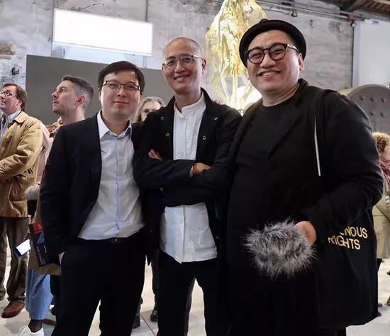 刘宏剑与策展人邱志杰、李振华