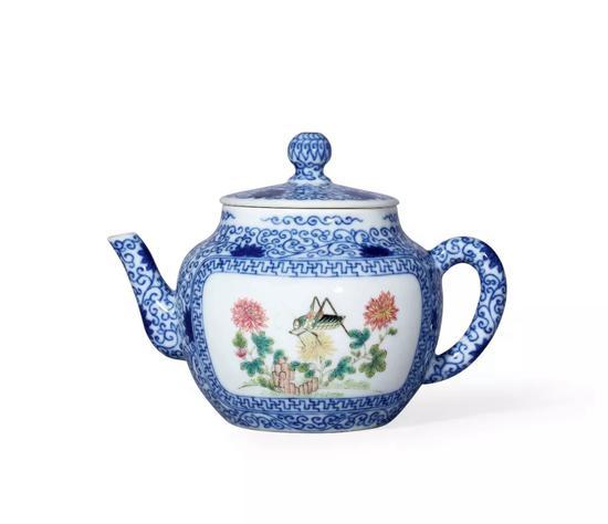 清咸丰 青花粉彩开光草虫图茶壶