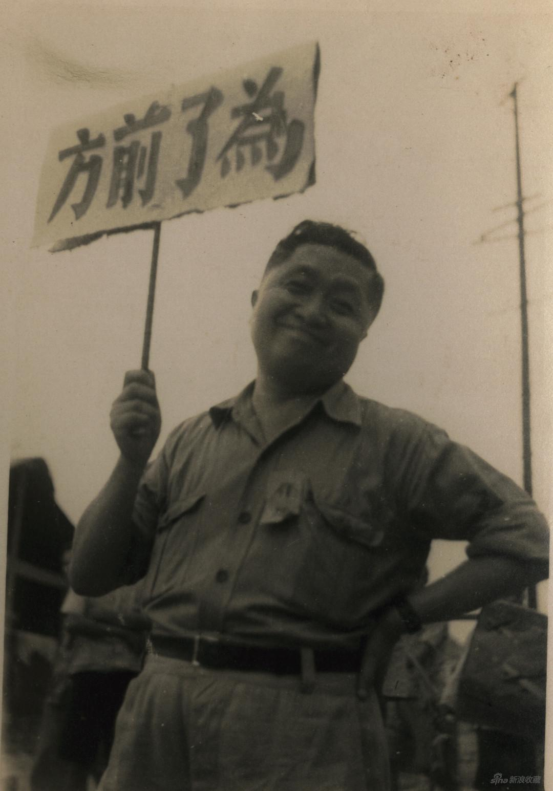抗日時期的張光宇,約1938年在香港