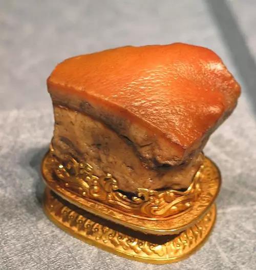 """台北故宫博物馆的黄腊石""""东坡肉"""""""