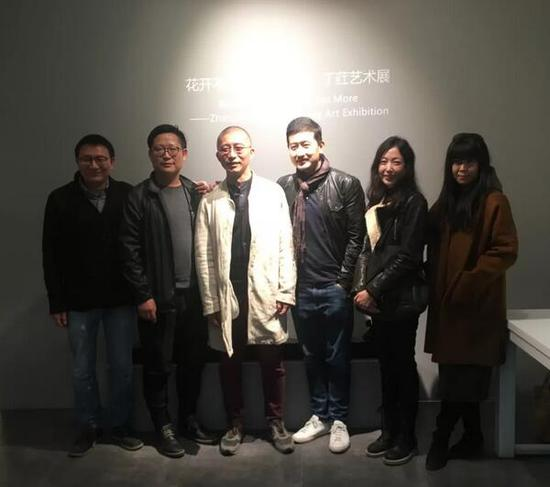 嘉宾合影,左起:艺术家袁欣、汪楚雄、张勇、王晓勃、柏灵、肇文兵