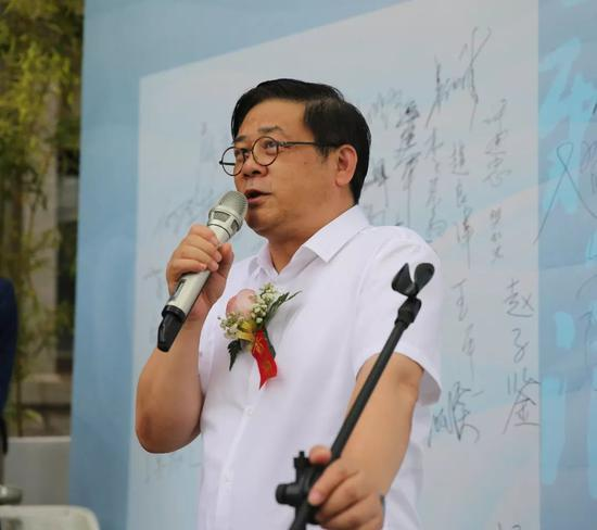 全国政协委员、中国美术家协会分党组书记、中国美术家协驻会副主席徐里致辞