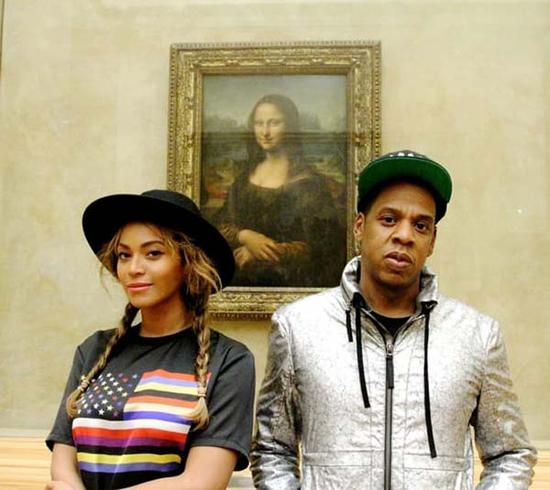 2014年10月,美国音乐明星Jay-Z、碧昂丝在卢浮宫《蒙娜丽莎》的合影。