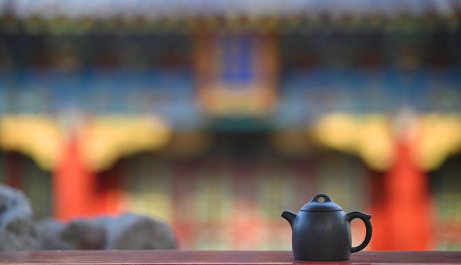 失传二百年皇家黑紫砂器重现 故宫出书揭重生过程