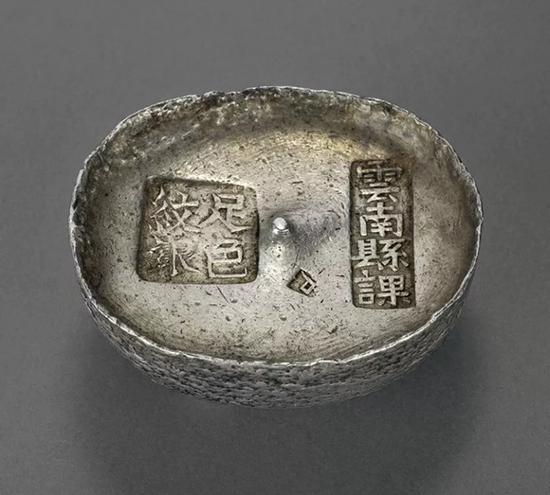 """Lot 1993 清代云南""""云南县课 足色纹银""""双戳十两圆锭"""