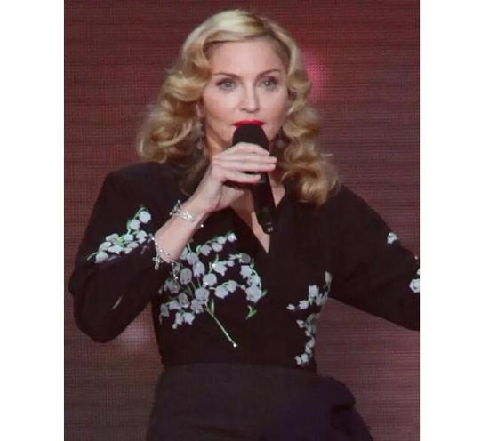 麦当娜在《奥普拉秀》佩戴了温莎公爵夫人的十字架