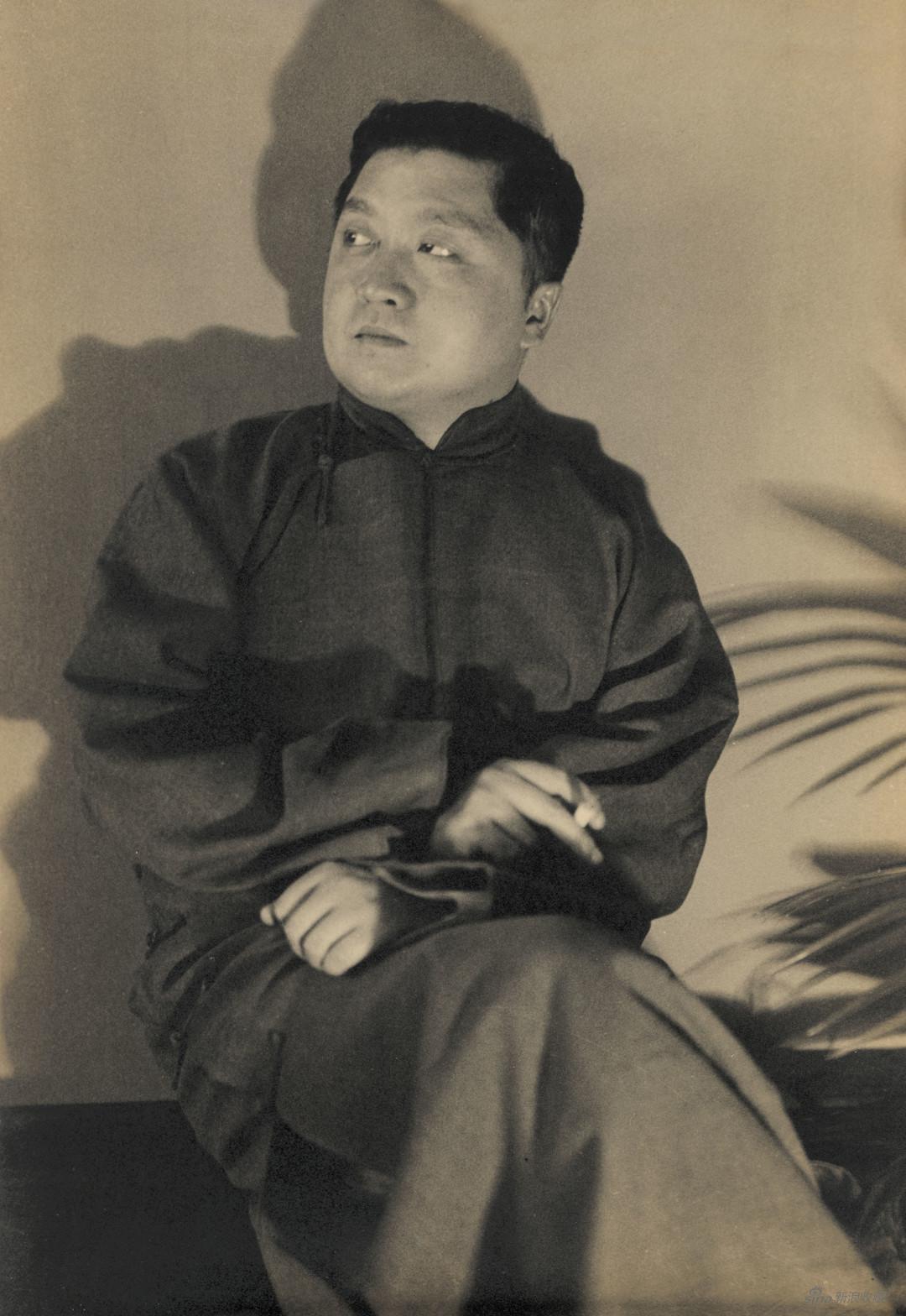 1935-1936年,张光宇在上海留影