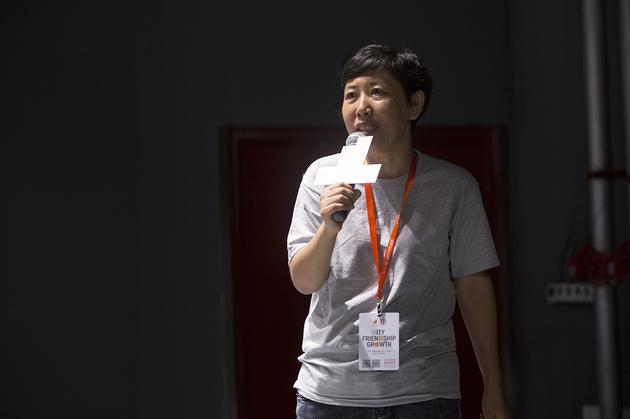 贾凌冰——中国版夏山学校——啊呜创想学校创始人。毕业于清华美院。创建以儿童为中心的教育理念,并以项目为基础方式为孩子提供个性化养育、自主学习的创新教育。