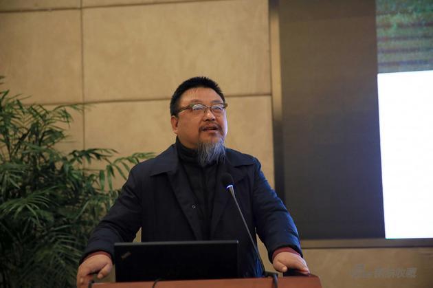 清华大学美术学院副院长、教授、博导、《装饰》杂志社主编方晓风作专题报告
