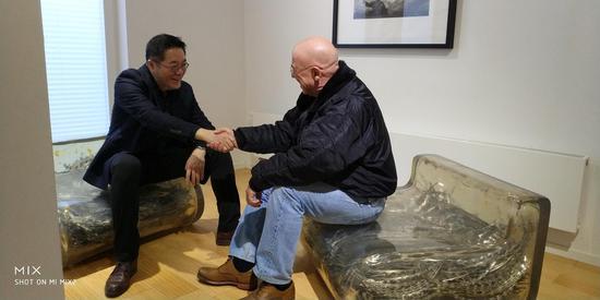 王璜生与德国国家美术馆前馆长雅格布博士在展场