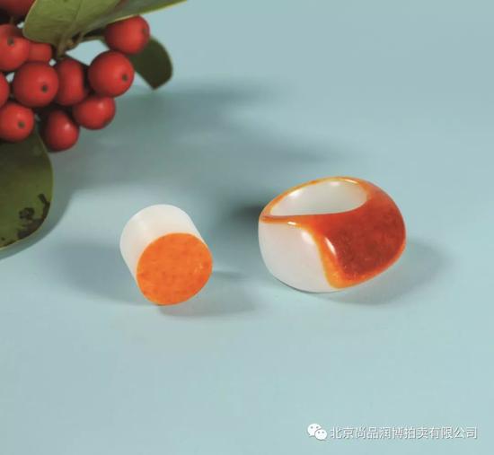 02947黄杨洪 新疆和田玉红皮籽料戒指 规格:高1.5cm 直径1.8cm  重量:21g   RMB:170000-200000