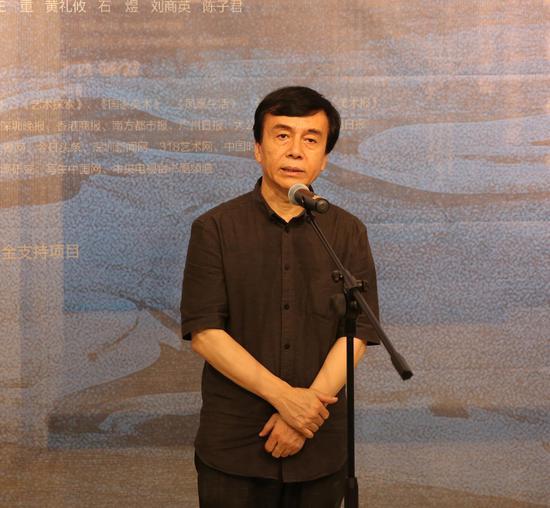 广东省美术家协会副主席、深圳市文联专职副主席梁宇开幕致辞