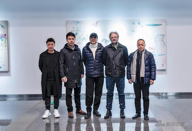 从右往左(艺术家祁志龙、艺术家多巴、艺术家林墨、策展人康文峰、iSGO Gallery罗吟)