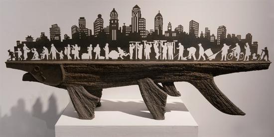 32、项金国 《江城印象》钢,88cm×200cm×38cm,2008年 湖北美术馆藏