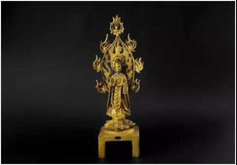 北魏铜鎏金佛像   尺寸: 23.5x7cm