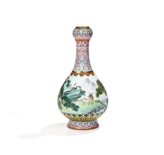巴黎苏富比即将拍卖一件带有《大清乾隆年制》款之清乾隆宫粉地洋彩鹤鹿同春如意瓶