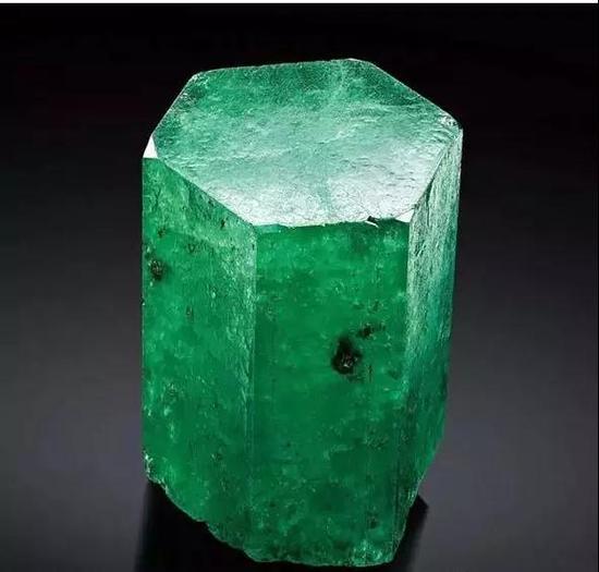 哥伦比亚木佐矿祖母绿晶体142.05克   北京保利十二周年秋季拍卖会