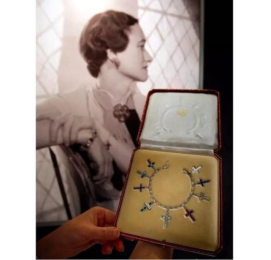 温莎公爵夫人的十字架收藏了无数誓言