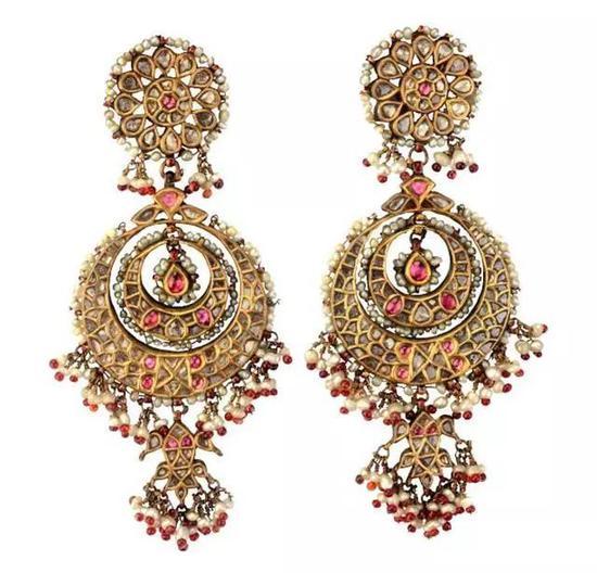 一对来自19世纪的耳环