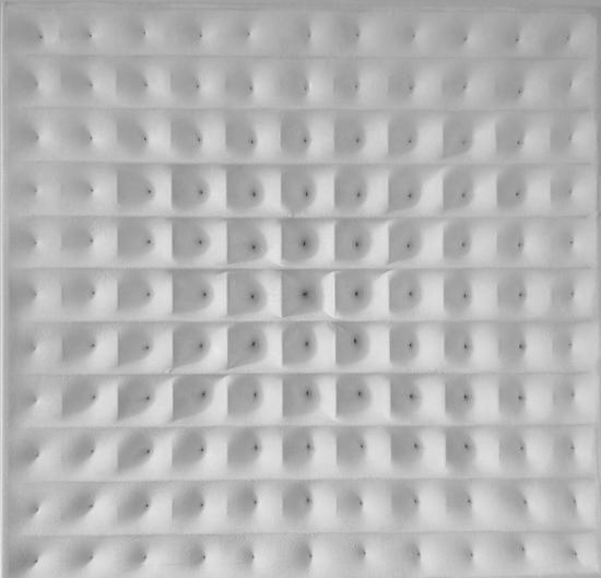 戈子馀-空03尺寸80x80,年代2018,材质:布面丙稀,金属箱体