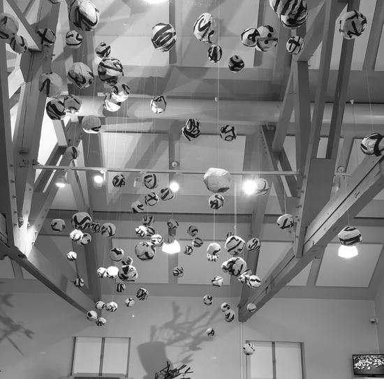 王南溟《字球组合》(局部) 装置 2016 布鲁塞尔中国文化中心