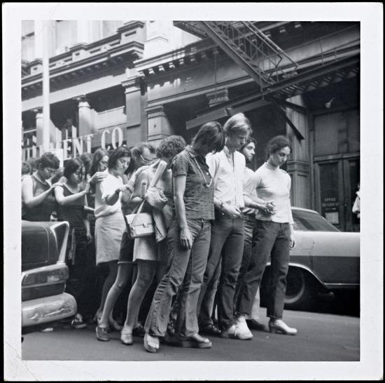 1970年《街头运动(军—行进)》表演剧照