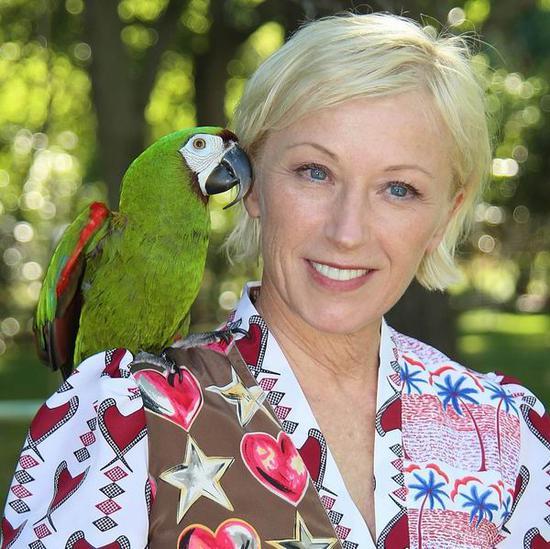 辛迪・舍曼和她的金刚鹦鹉