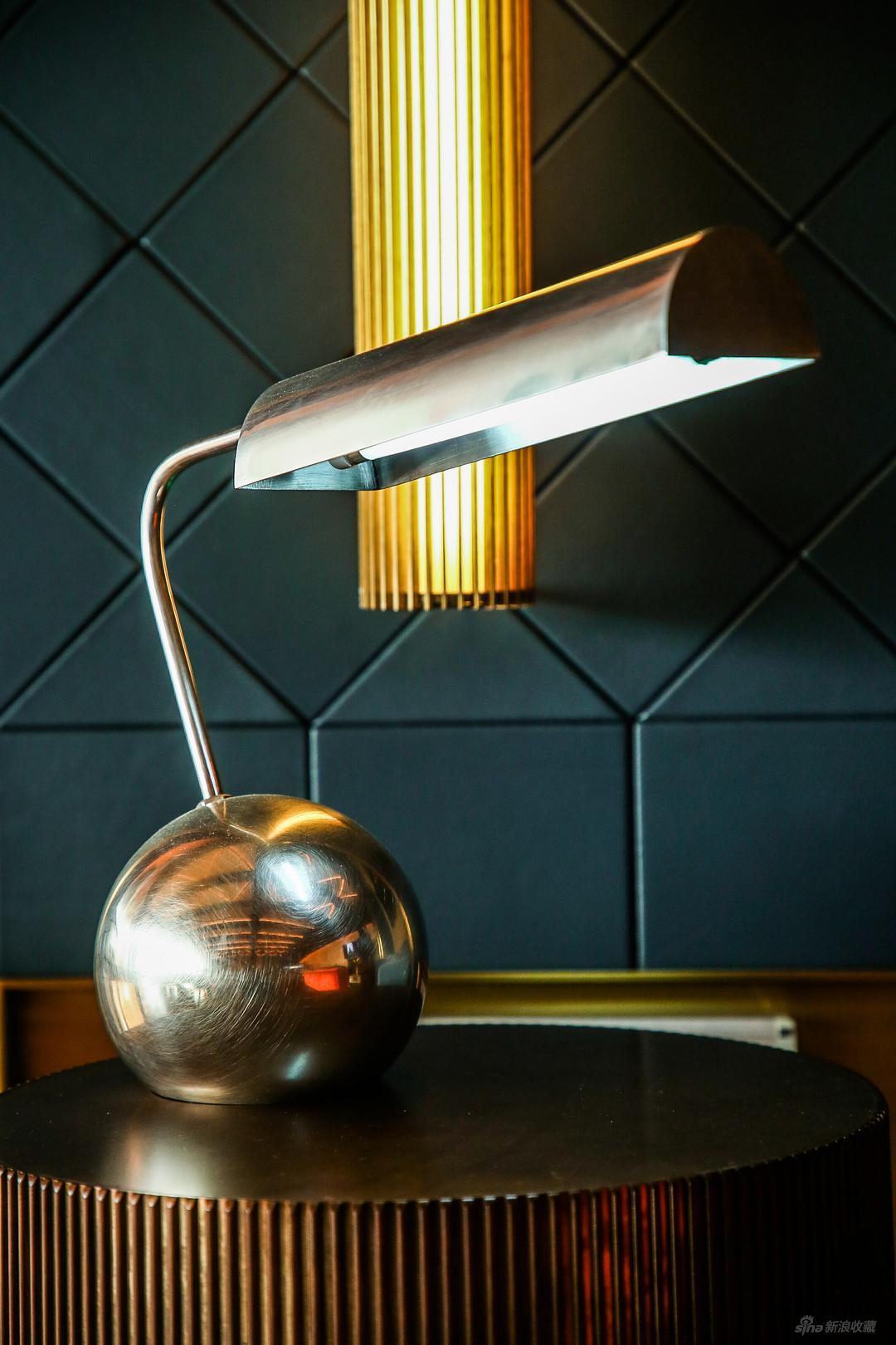 张光宇先生设计的台灯(复制)
