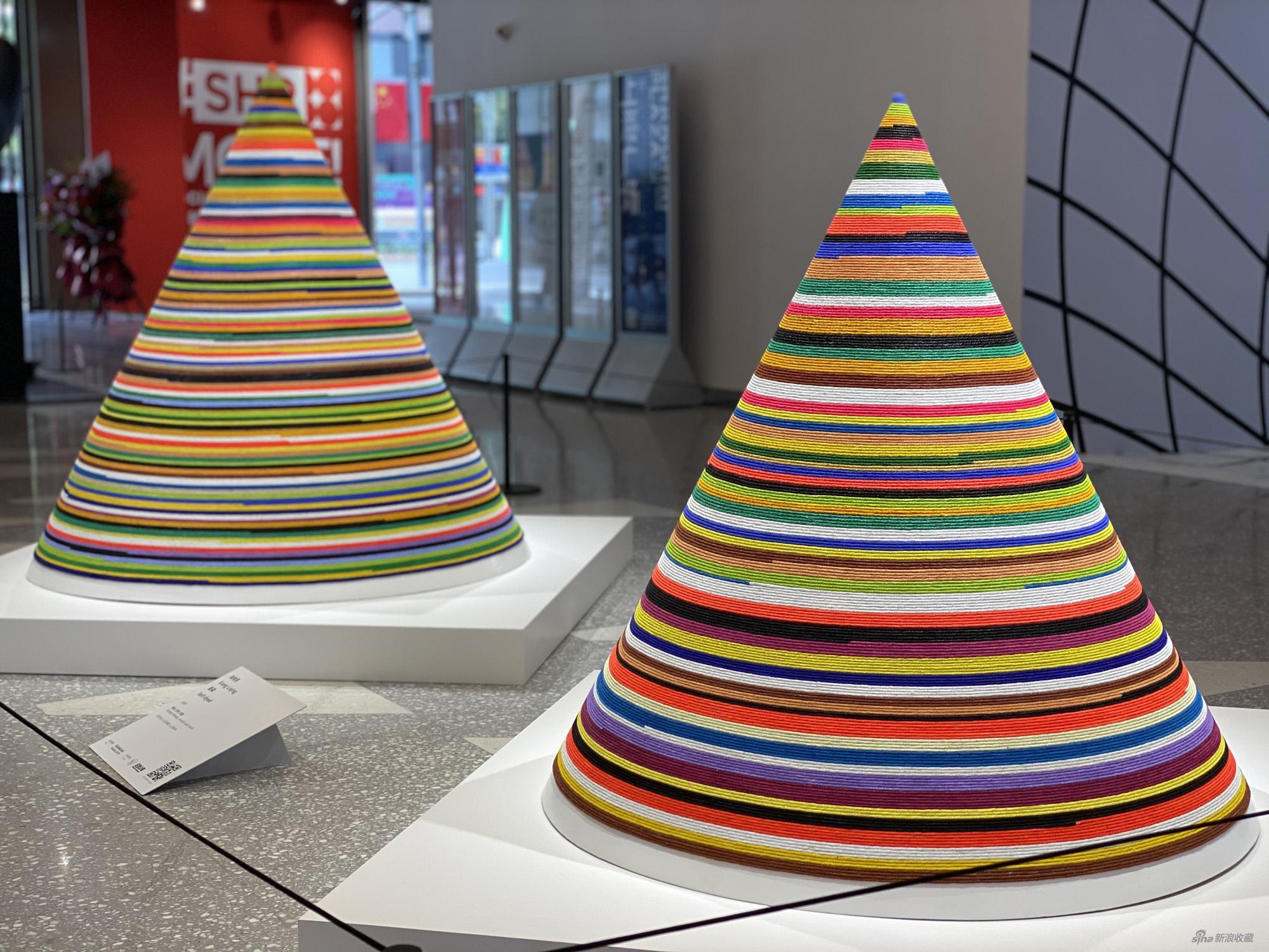 向利庆,《自染》,2007,棉线、丙烯、树脂,120 x 120 x 120 cm