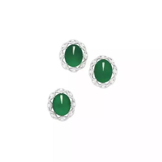 天然翡翠配钻石耳环一对   估价12,000,000 - 18,000,000港币
