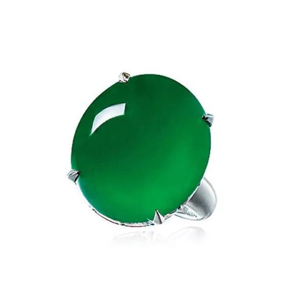缅甸天然翡翠蛋面配钻石戒指   成交价:4,484,000港币